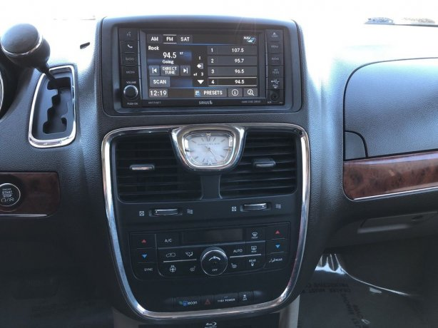 good 2014 Chrysler Town & Country for sale